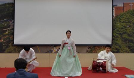 韓国の民謡歌手チョン・ユナが、国楽コンテストで最優秀賞を受賞した。 (C)wowkorea.jp