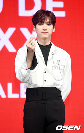 韓国ボーイズグループ「VIXX」メンバーのヒョギが、日本でのファンミーティング中に負傷し、今後のスケジュールには参加できなくなった。(提供:OSEN)