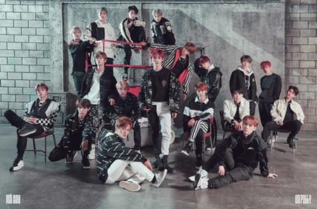 韓国ボーイズグループ「NCT」が、韓国歌手で初めてアメリカ・ビルボードの「EMERGING ARTIST」チャートで1位を獲得した。(提供:OSEN)