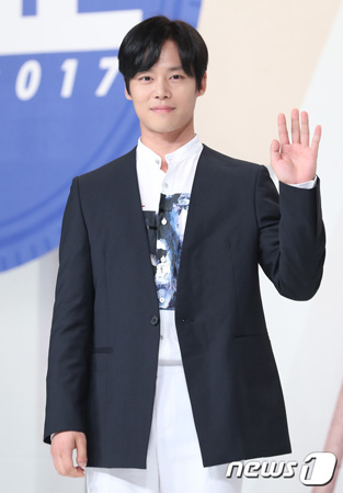 韓国俳優ハン・ジュワン(34)が、大麻吸引容疑で懲役8か月・執行猶予2年の判決を言い渡されたことが伝えられた。(提供:news1)
