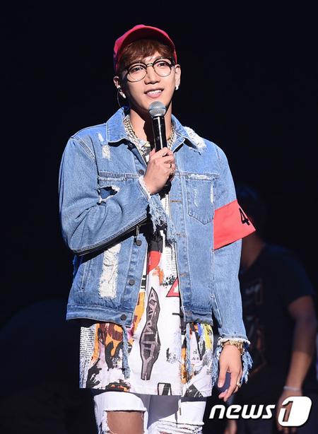 韓国アイドルグループ「2PM」Jun.K(本名:キム・ミンジュン、30)が陸軍・怒涛(ノド)新兵教育隊で訓練を受けていることがわかった。(提供:news1)