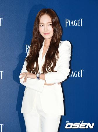 韓国歌手ジェシカが、「第71回カンヌ国際映画祭」のレッドカーペットを歩く。(提供:OSEN)