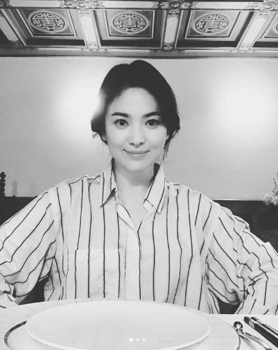 """""""ソン・ジュンギの妻""""ソン・ヘギョ、近況報告 """"優雅な笑顔""""で男性ファンを虜に(提供:OSEN)"""