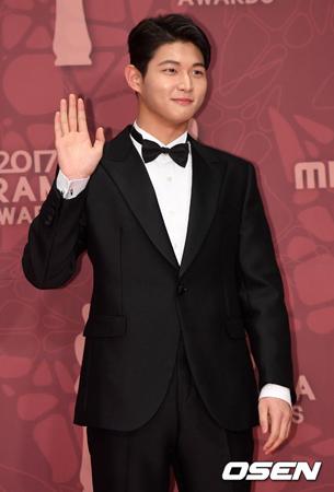 韓国音楽番組「MUSIC BANK」のMCで俳優のイ・ソウォンが、性的嫌がらせをした容疑で立件されたことが伝えられる中、番組側が立場を明らかにした。(提供:OSEN)