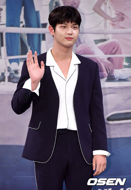 音楽番組「ミュージックバンク」側が、性的嫌がらせで物議をかもした俳優イ・ソウォン(21)がMCから降板すると明らかにした。(提供:OSEN)