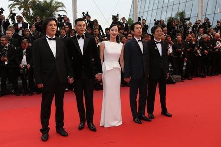 イ・チャンドン監督の最新作「BURNING」、カンヌで好評…ユ・アインら主演俳優にスタンディングオベーション(提供:news1)
