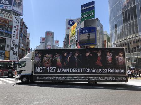 「NCT 127」、日本デビューミニアルバムがApple Musicチャート等で1位! さらに渋谷の街をジャック(オフィシャル)