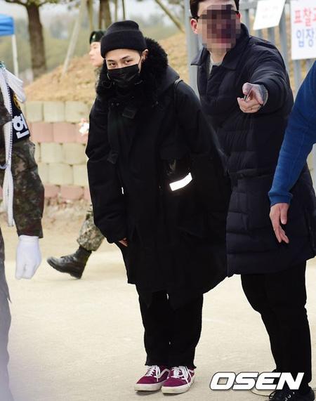 軍服務中の「BIGBANG」G-DRAGONが右足首の手術のために入院したという説が提起された。(提供:OSEN)