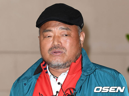 韓国歌手キム・フングク(59)側が傷害容疑で追加告訴されたことに関連し、驚いているとの立場を明かした。