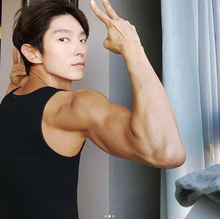 韓国俳優イ・ジュンギ(36)が、並外れた筋肉と男性美を見せた。(提供:OSEN)