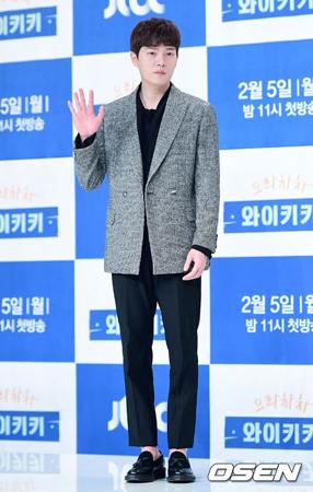 """韓国俳優ソン・スンウォンが、バンド「FTISLAND」メンバーのイ・ホンギが掲載した釈明の文章に""""いいね! """"を押したという理由で謝罪した。(提供:OSEN)"""