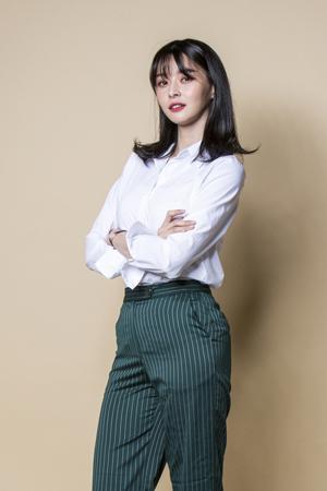 韓国ガールズグループ「HELLOVENUS」メンバーのナラが、SBSの新水木ドラマ「親愛なる判事さまへ」にアナウンサー役で出演することになった。(提供:news1)