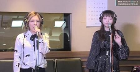 韓国新人女性デュオ「ii」(アイアイ)がラジオの生放送でライブ中に音をはずして騒動となった。(提供:OSEN)