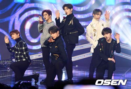 韓国ボーイズグループ「ASTRO」の所属事務所Fantagioミュージック側が「『ASTRO』は下半期にニューアルバムを発表し、単独コンサートを準備している」と明らかにした。(提供:OSEN)