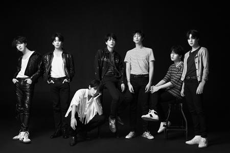 韓国ボーイズグループ「防弾少年団」が、イギリスのオフィシャルチャートで韓国歌手の最高記録を再び更新した。(提供:OSEN)