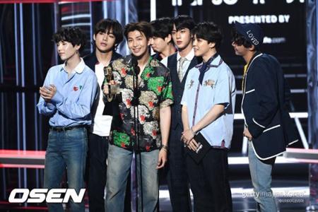 韓国の文在寅(ムン・ジェイン)大統領が、ボーイズグループ「防弾少年団」とファンクラブ「ARMY」にメッセージを送った。(提供:OSEN)