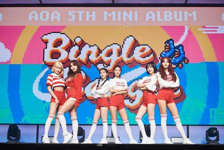 韓国ガールズグループ「AOA」が5thミニアルバム「BINGLE BANGLE」発売と同時にiTunes K-POPチャート上位にランクインした。(提供:OSEN)