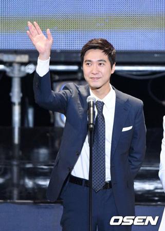 韓国男性グループ「Sechs Kies」のファン連合が元メンバー、コ・ジヨン(37)に関して二次立場文を発表した。