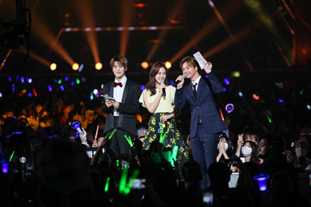 韓国ガールズグループ「TWICE」とアイドルグループ「Wanna One」、「SHINee」が「KOREA MUSIC FESTIVAL」に出演する。(提供:OSEN)