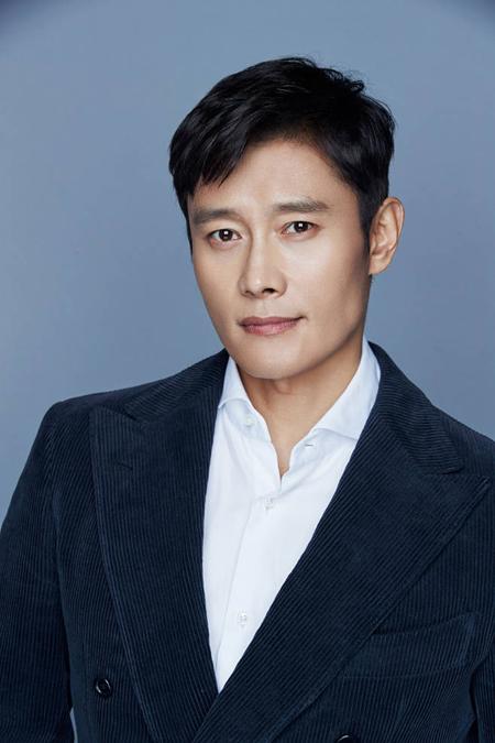 俳優イ・ビョンホン、映画「南山の部長たち」出演を前向きに検討中(提供:news1)