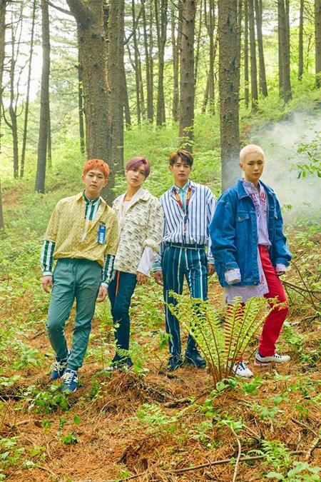 韓国アイドルグループ「SHINee」の6thアルバム「The Story of Light'」EP.2に収録された新曲「インフルエンザ(Who Waits For Love)」のスポイラー音源が公開された。(提供:OSEN)