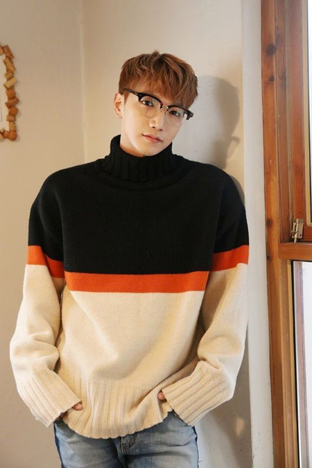 韓国アイドルグループ「2PM」Jun.Kが軍入隊後、訓練中に右顎の麻痺症状を訴えているという報道が出た中、所属事務所は「軍内部のことなので確認が難しい」と立場を出した。(提供:OSEN)