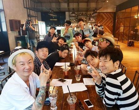 韓国男性バンド「FTISLAND」が来る6月30日、ソウル江西区KBSアリーナで開催される公演「ROCK STAR 2018 THE UNION」に参加することがわかった。(提供:OSEN)
