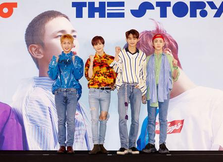 韓国アイドルグループ「SHINee」が6thアルバムの2枚目「he Story Of Light」EP.2で強大なチャートパワーを再び立証した。(提供:OSEN)