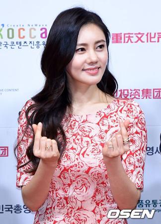 韓国女優チュ・ジャヒョン(39)が、元気に退院した。(提供:OSEN)