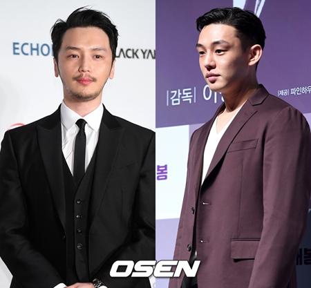 韓国俳優ユ・アイン(写真右)とピョン・ヨハン(写真左)が、変わらない熱い友情を見せている。(提供:OSEN)