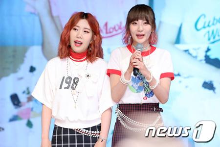韓国女性デュオ「赤頬思春期(ポルパルガンサチュンギ)」の新曲「旅行」がgenie週間チャートで2週連続1位を獲得した。(提供:news1)