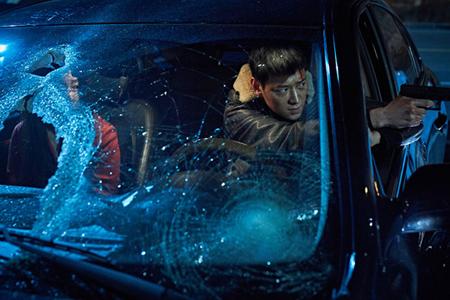 【公式】カン・ドンウォン&ハン・ヒョジュ&チョン・ウソン出演「人狼」、7月25日公開へ(提供:OSEN)