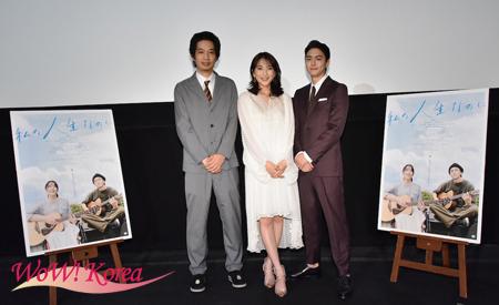 左から原桂之介監督、知英(ジヨン)、稲葉友