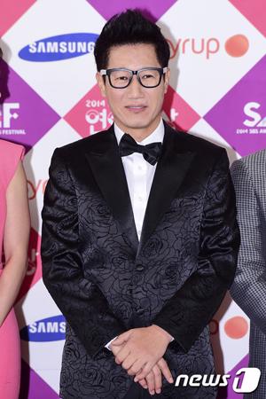 【公式】チ・ソクジン、きょう(21日)父親の訃報受けラジオ生番組欠席
