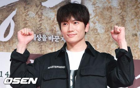 韓国俳優チソンが、寄付で「2018アイス・バケツ・チャレンジ」に参加した。(提供:OSEN)