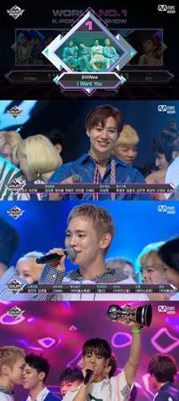 韓国ボーイズグループ「SHINee」が、音楽番組「M COUNTDOWN」で1位を獲得した。(提供:news1)