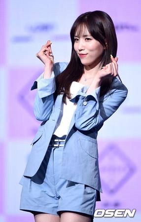 韓国ガールズグループ「LOVELYZ」メンバーのJINが、健康上の理由で一時的に活動を停止し、グループはしばらくの間7人で活動を続けていくことになった。(提供:OSEN)