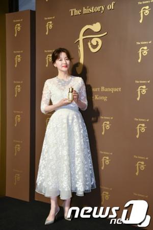 韓国女優イ・ヨンエ(47)が香港を訪れ、近況や今後の計画について語った。(提供:news1)
