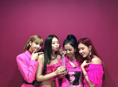 韓国ガールズグループ「BLACKPINK」メンバーが、番組では言い切れなかったことをSNSで伝えた。(提供:OSEN)