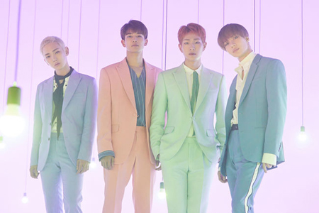 韓国ボーイズグループ「SHINee」は25日午後6時、各音源サイトで6thアルバムの最後を飾る3つ目の「The Story of Light EP.3」を発売。(提供:OSEN)