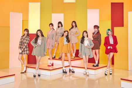 韓国ガールズグループ「TWICE」が、オリコン上半期シングルランキングで2曲をトップ10内にランクインさせた。(提供:news1)