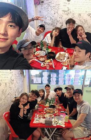 韓国女優コ・アラが、ドラマ「応答せよ1994」の仲間との食事会写真を公開し、相変わらずの仲良しぶりを見せた。(提供:news1)