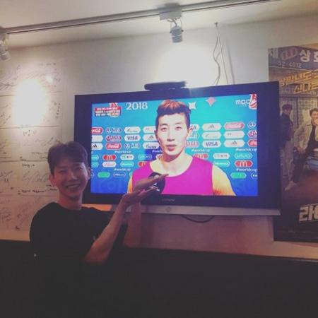 韓国歌手チョ・グォン(2AM)がそっくりと噂される韓国代表チョ・ヒョヌ選手を応援した。(提供:news1)