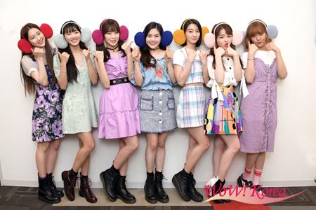 「OH MY GIRL BANHANA」左からジホ、ユア、アリン、ヒョジョン、ビニ、スンヒ、ミミ