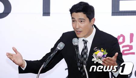 韓国俳優ダニエル・ヘニーが29日、光州(クァンジュ)空港でおこなわれた航空会社エアフィリップの就航式に出席した。(提供:news1)