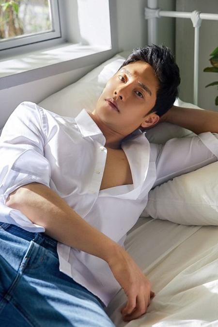 韓国俳優ソンフンがoksusuのオリジナルドラマ「私は道で芸能人を拾った」(原題)の男性主人公で出演を確定した。(提供:OSEN)
