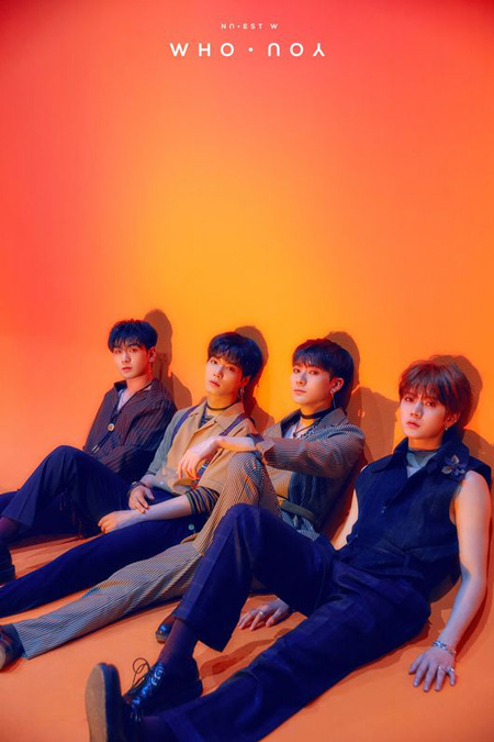 韓国アイドルグループ「NU'EST W」がニューアルバム「WHO, YOU」でアルバムチャート首位に輝いた。(提供:OSEN)