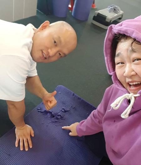 韓国女性お笑い芸人ホン・ユンファが減量したことを伝え、話題となっている。(提供:news1)