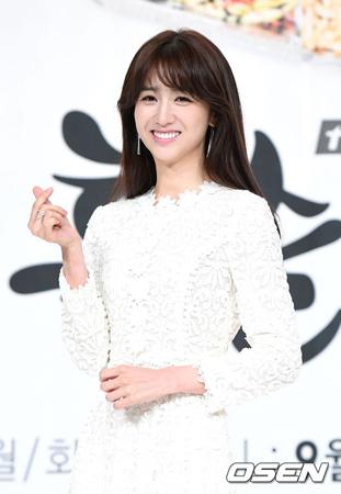 韓国女優パク・ハソン(30)が、出産後の復帰作に映画を選んだ。(提供:OSEN)