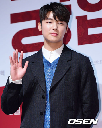 韓国バンド「CNBLUE」メンバーのカン・ミンヒョクも、イ・ジョンシンに続いて軍入隊を伝えた。(提供:OSEN)